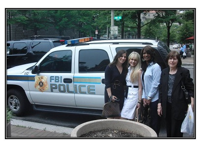 Students in front of an FBI and police SUV during 2011 Washington, D.C. trip - Pepperdine GSEP