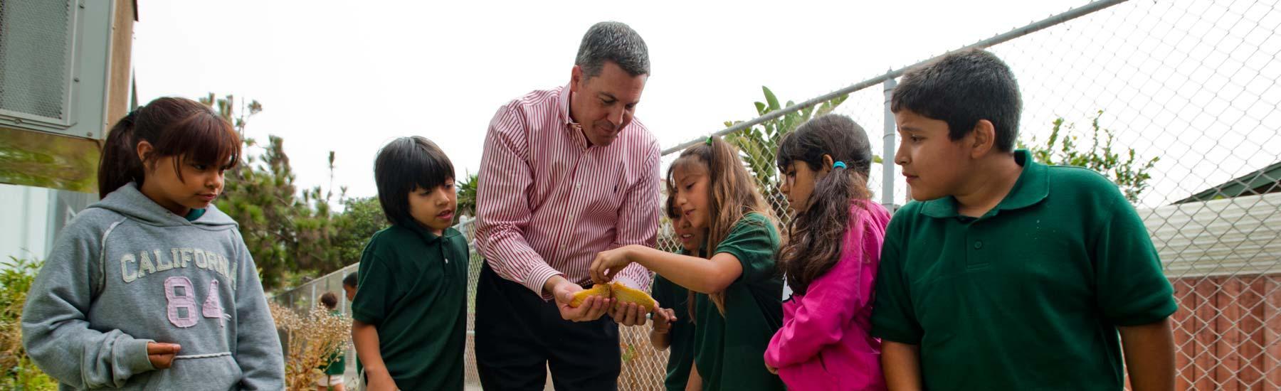 GSEP professor works with children - Pepperdine GSEP